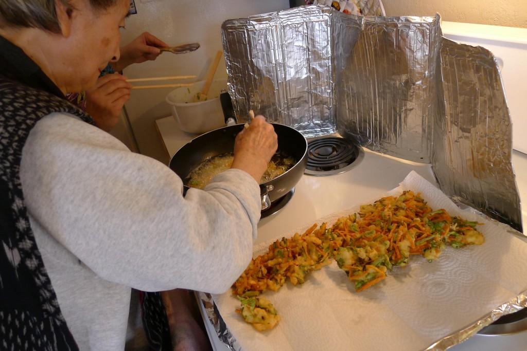Mom cooking kakiage tempura